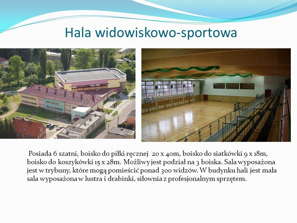 Hala widowiskowo-sportowa Posiada 6 szatni, boisko do piłki ręcznej 20 x 40m, boisko do siatkówki 9 x 18m, boisko do koszykówki 15 x 28m. Możliwy jest