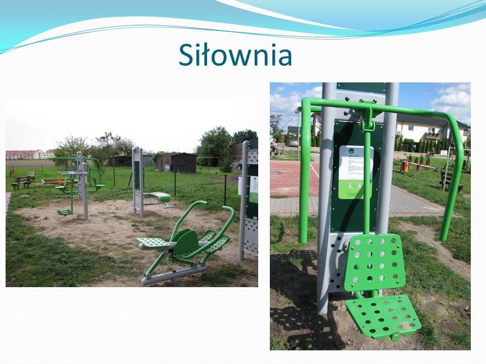 Przy ul.Zielarskiej znajduje się siłownia zewnętrzna i jest ona druga w naszej gminie.
