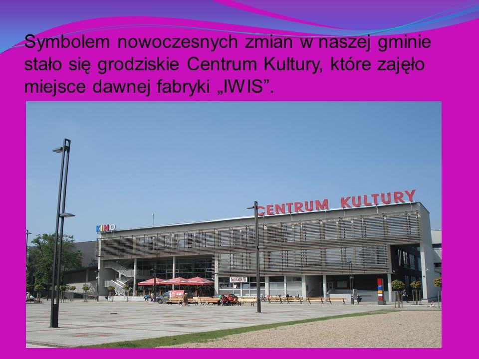 Symbolem nowoczesnych zmian w naszej gminie stało się grodziskie Centrum Kultury, które zajęło miejsce dawnej fabryki IWIS.