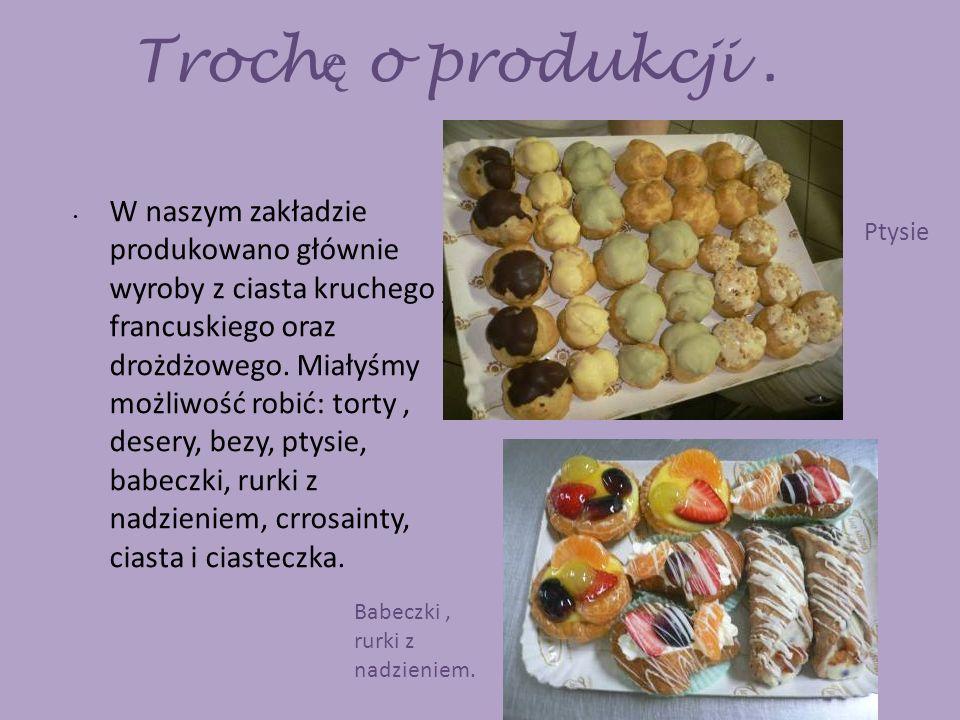 Małe i du ż e crrosainty. Ciastko francuskie o nazwie Polacco. Torta di carrote. Tiramisu
