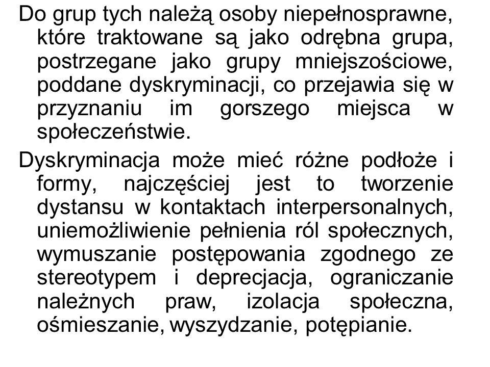 Do grup tych należą osoby niepełnosprawne, które traktowane są jako odrębna grupa, postrzegane jako grupy mniejszościowe, poddane dyskryminacji, co pr