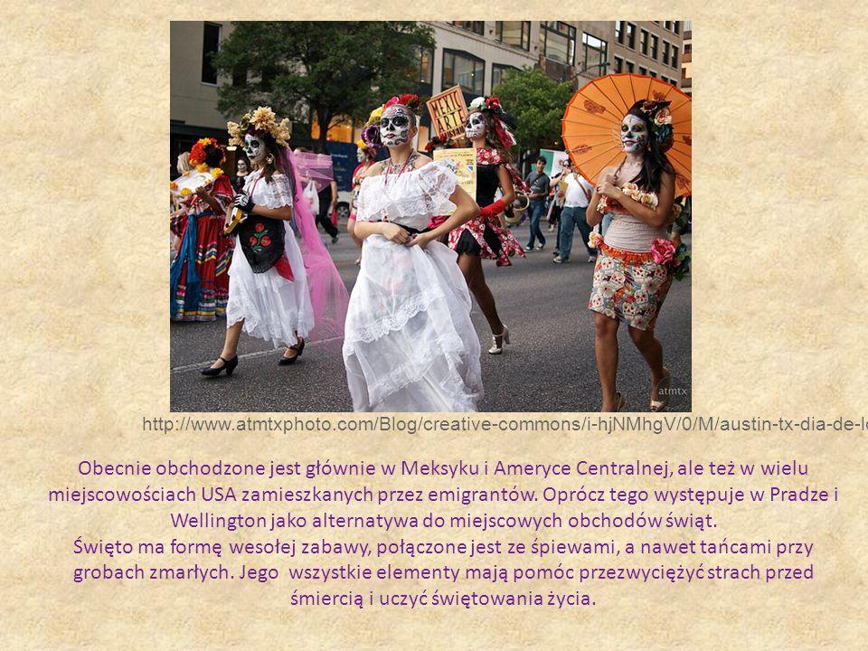 http://www.atmtxphoto.com/Blog/creative-commons/i-hjNMhgV/0/M/austin-tx-dia-de-los-muertos-M.jpg Obecnie obchodzone jest głównie w Meksyku i Ameryce C