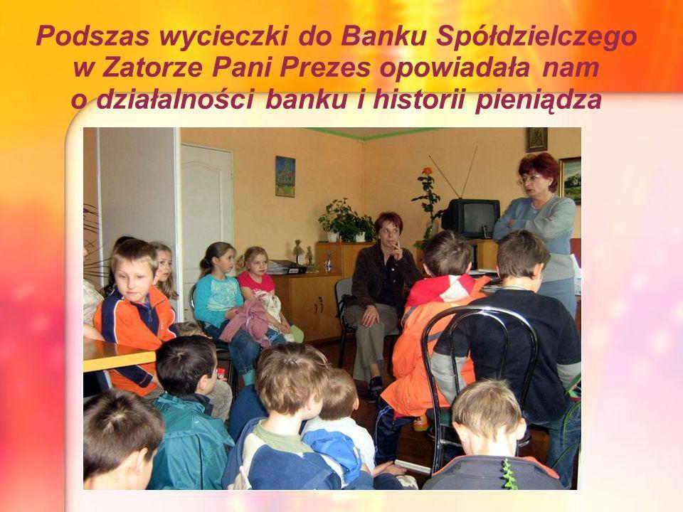 Podszas wycieczki do Banku Spółdzielczego w Zatorze Pani Prezes opowiadała nam o działalności banku i historii pieniądza
