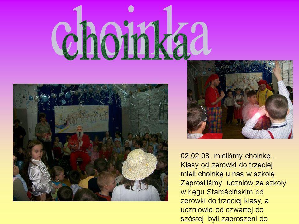 Uczniowie z klasy VI w listopadzie zaprezentowali przedstawienie. Każdy uczeń miał jakiś wierszyk.