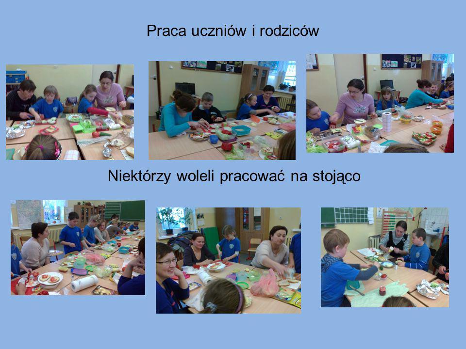 Praca uczniów i rodziców Niektórzy woleli pracować na stojąco