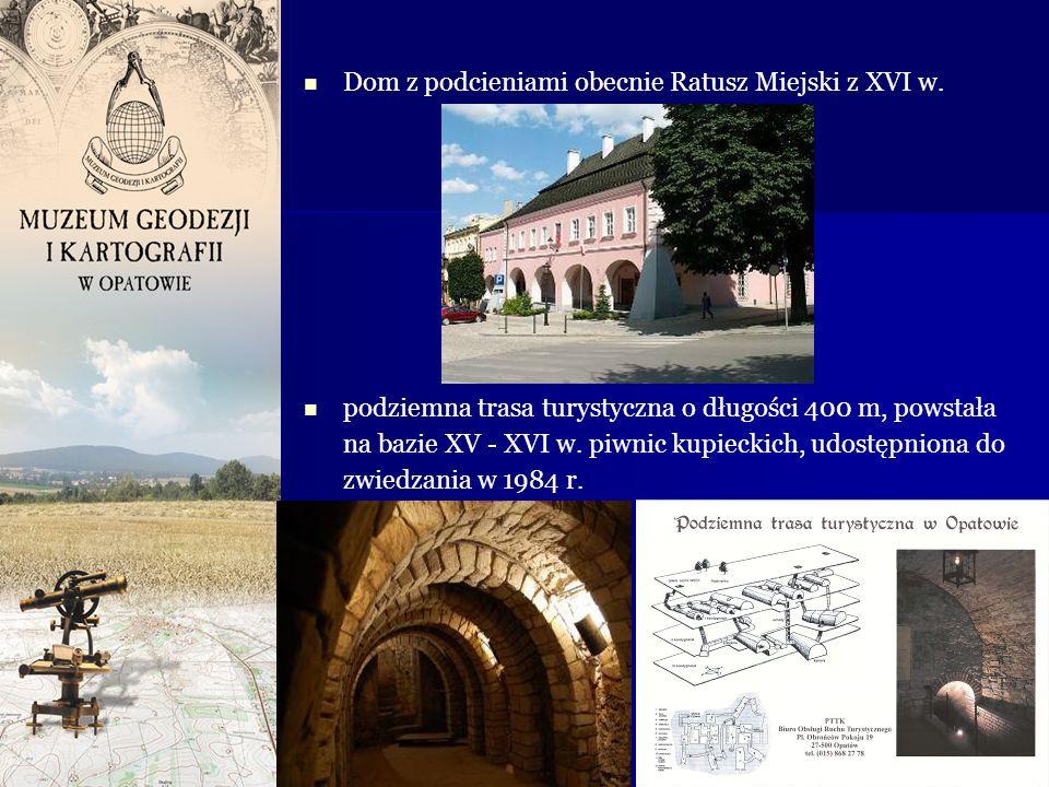 Dom z podcieniami obecnie Ratusz Miejski z XVI w. podziemna trasa turystyczna o długości 400 m, powstała na bazie XV - XVI w. piwnic kupieckich, udost