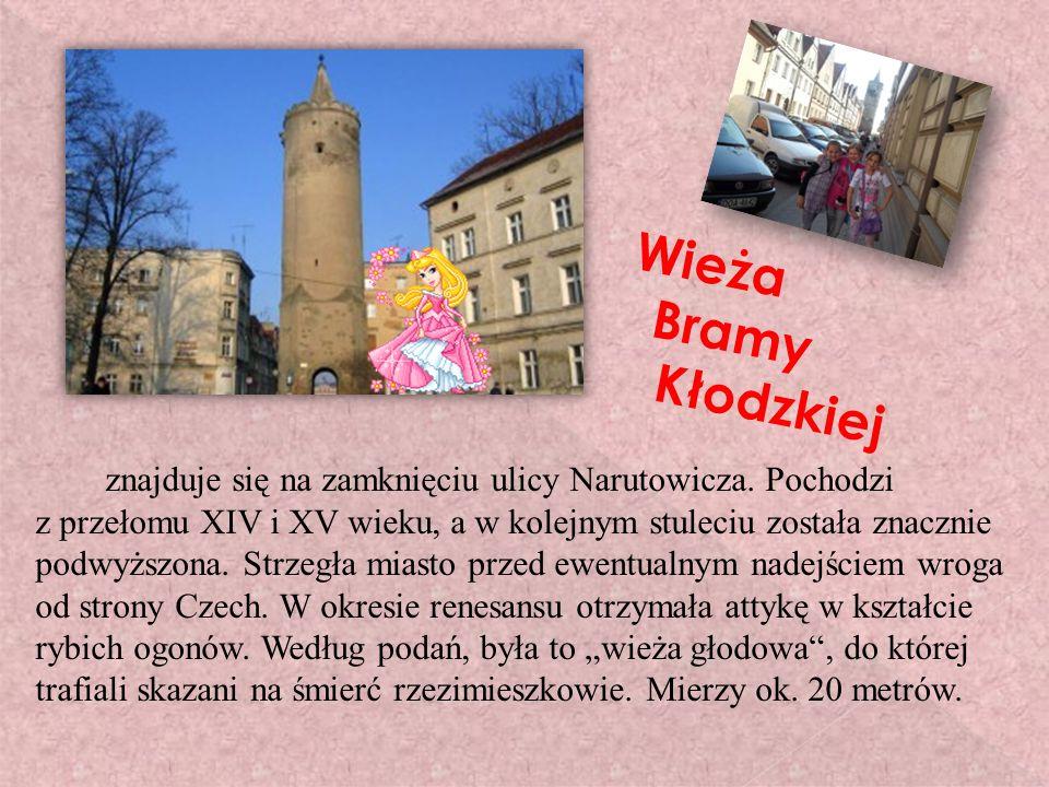 Wieża Bramy Kłodzkiej znajduje się na zamknięciu ulicy Narutowicza.