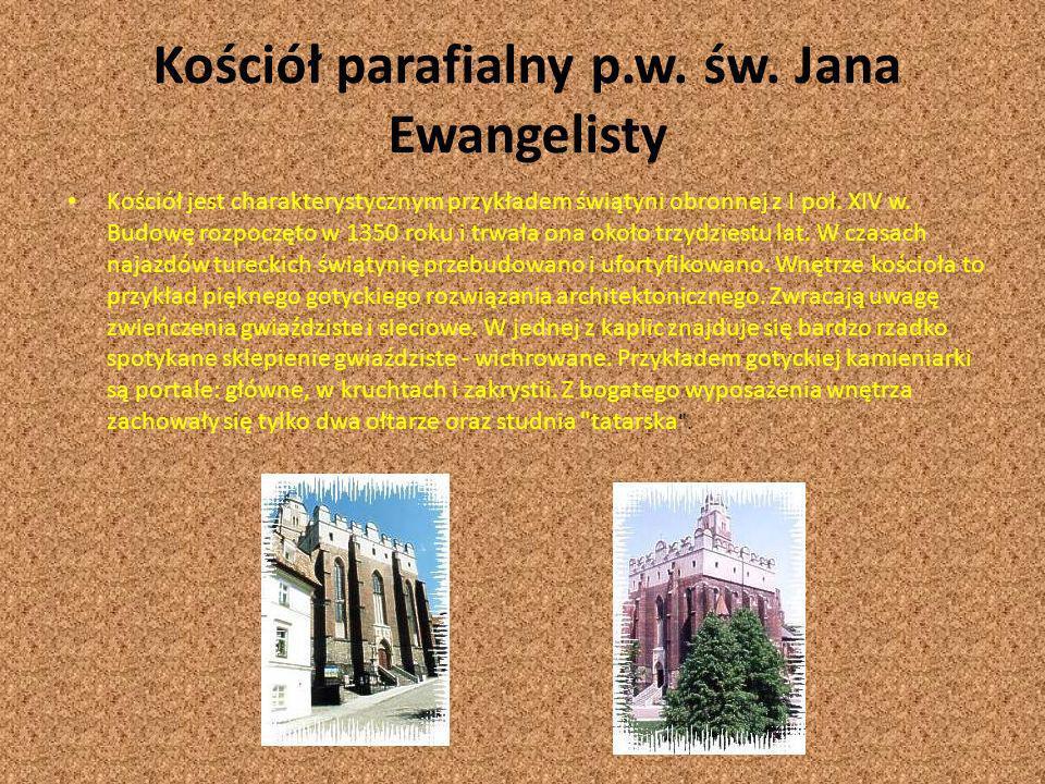 Kościół parafialny p.w. św. Jana Ewangelisty Kościół jest charakterystycznym przykładem świątyni obronnej z I poł. XIV w. Budowę rozpoczęto w 1350 rok