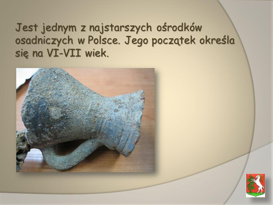 Jest jednym z najstarszych ośrodków osadniczych w Polsce. Jego początek określa się na VI-VII wiek.