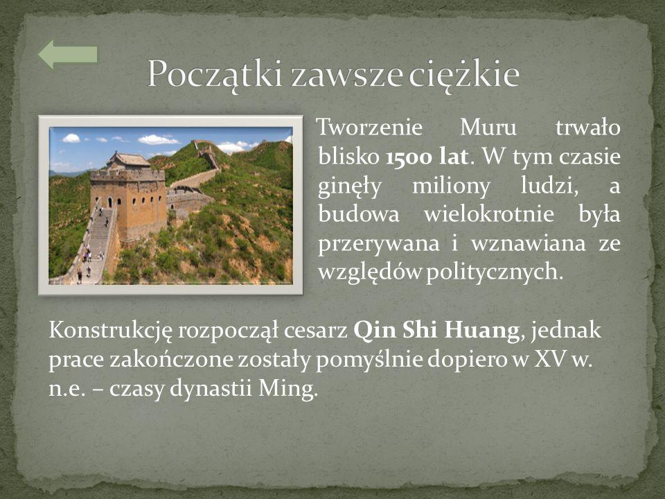 Tworzenie Muru trwało blisko 1500 lat. W tym czasie ginęły miliony ludzi, a budowa wielokrotnie była przerywana i wznawiana ze względów politycznych.