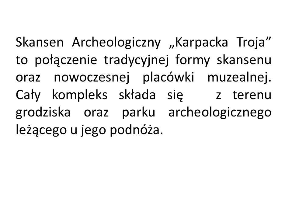 Skansen Archeologiczny Karpacka Troja to połączenie tradycyjnej formy skansenu oraz nowoczesnej placówki muzealnej. Cały kompleks składa się z terenu