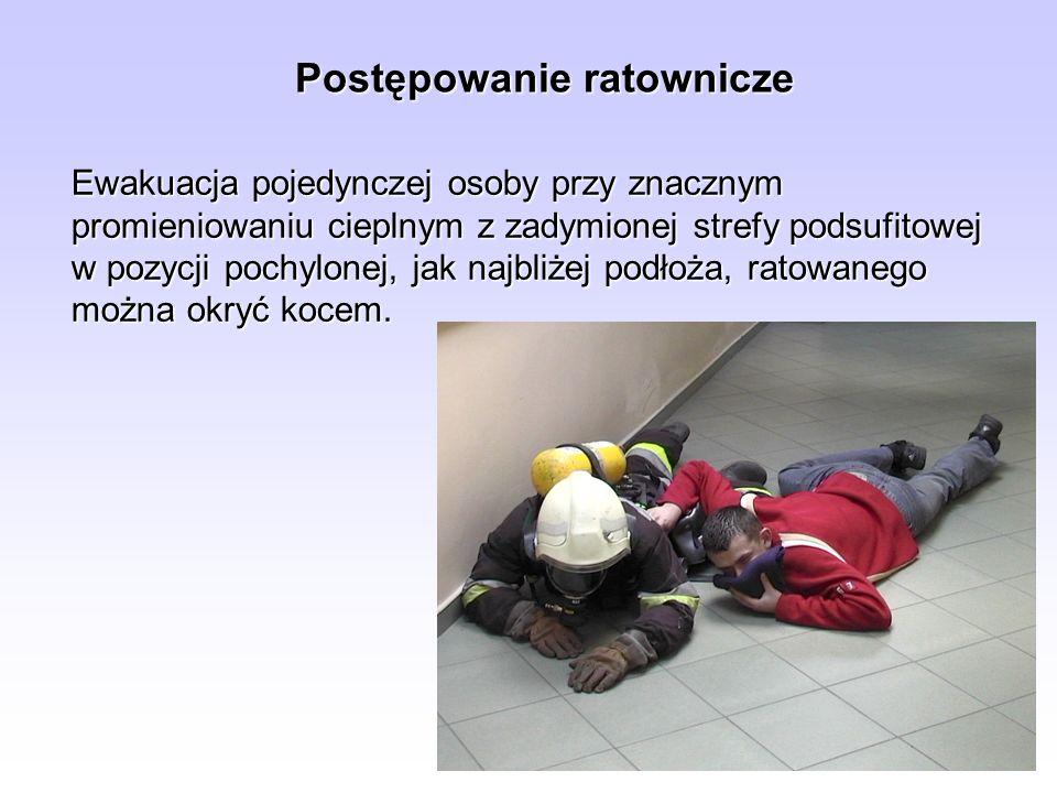 Postępowanie ratownicze Ewakuacja pojedynczej osoby przy znacznym promieniowaniu cieplnym z zadymionej strefy podsufitowej w pozycji pochylonej, jak n
