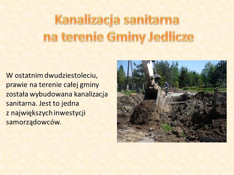 W ostatnim dwudziestoleciu, prawie na terenie całej gminy została wybudowana kanalizacja sanitarna.