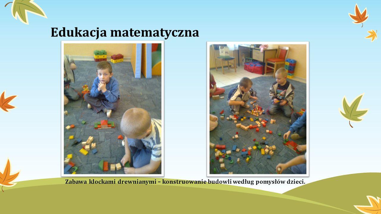 Edukacja matematyczna Zabawa klockami drewnianymi – konstruowanie budowli według pomysłów dzieci.