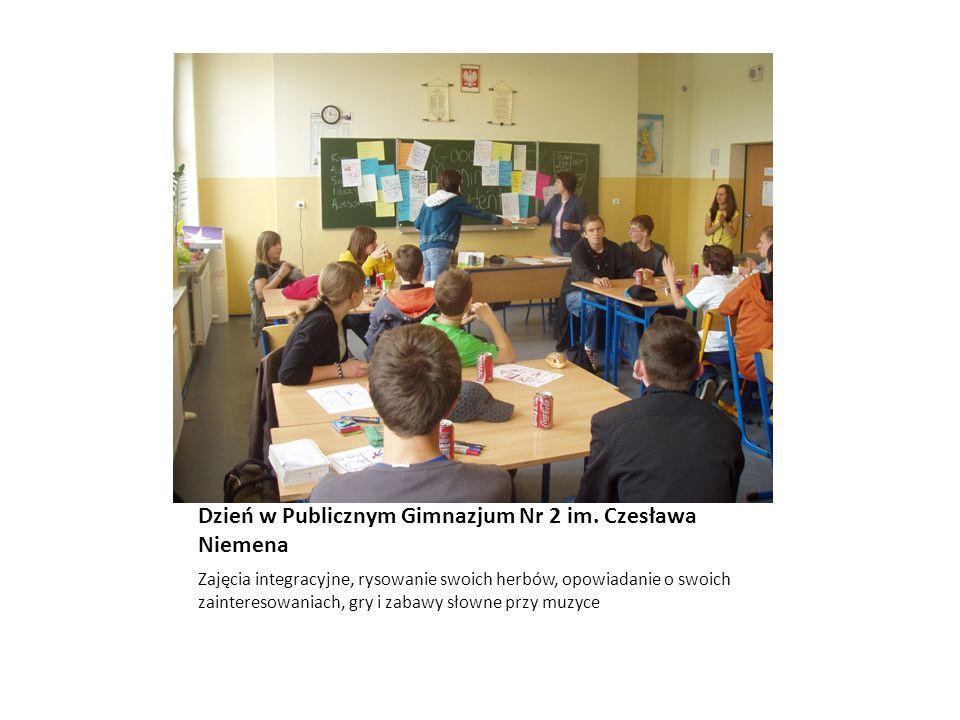 Dzień w Publicznym Gimnazjum Nr 2 im. Czesława Niemena Zajęcia integracyjne, rysowanie swoich herbów, opowiadanie o swoich zainteresowaniach, gry i za