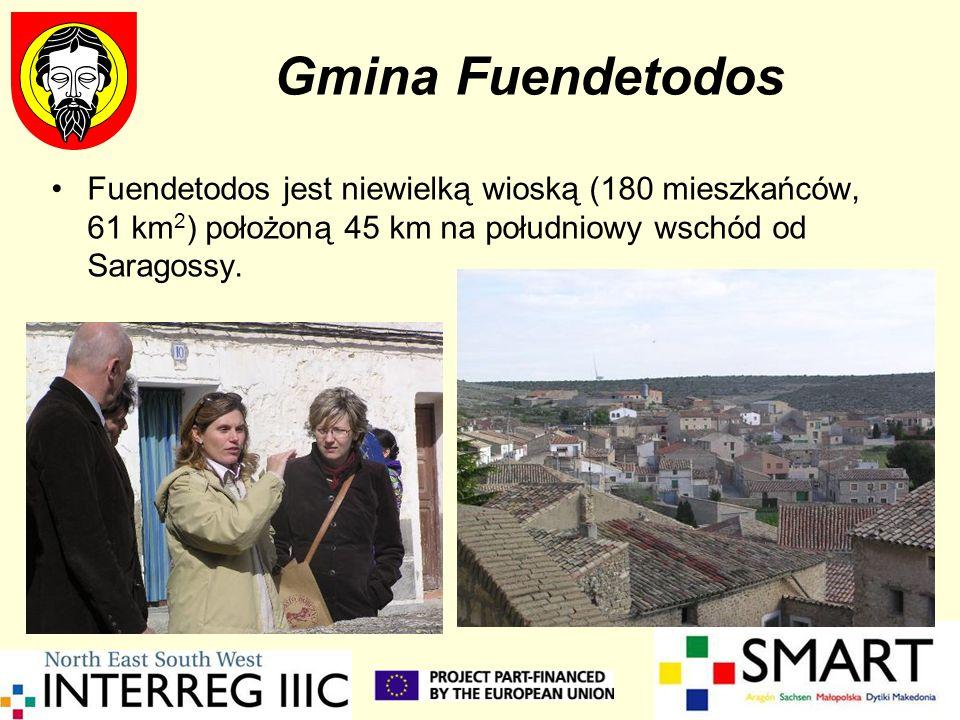 Gmina Fuendetodos Fuendetodos jest niewielką wioską (180 mieszkańców, 61 km 2 ) położoną 45 km na południowy wschód od Saragossy.