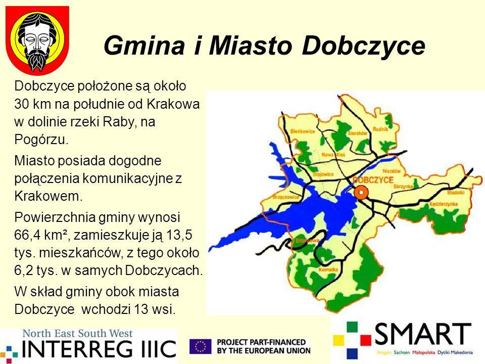 Dobczyce położone są około 30 km na południe od Krakowa w dolinie rzeki Raby, na Pogórzu. Miasto posiada dogodne połączenia komunikacyjne z Krakowem.