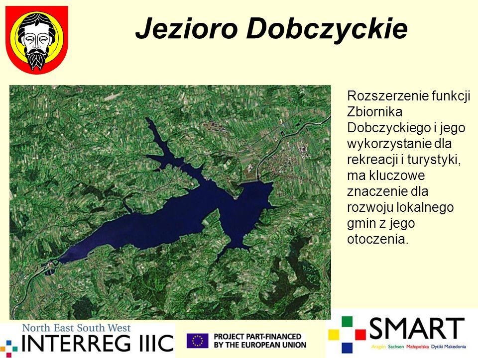 Jezioro Dobczyckie Zagospodarowanie turystyczne Jeziora Dobczyckiego oraz ochrona wody pitnej jest tytułem projektu realizowanego w ramach współpracy bliźniaczej Województwa Małopolskiego z Regionem Rhone Alpes W czerwcu 2005 w Dobczycach miała miejsce misja eksperta Pana Etienne Couvreur z Grupy Interesu Publicznego WIELKIE JEZIORO Podczas panelu dyskusyjnego - wskazując przykłady podobnych jezior we Francji - ekspert stwierdził, że można myśleć o turystycznym wykorzystaniu Zbiornika, bowiem w zgodzie z przepisami można łączyć funkcję rekreacyjną i rezerwuaru wody pitnej.
