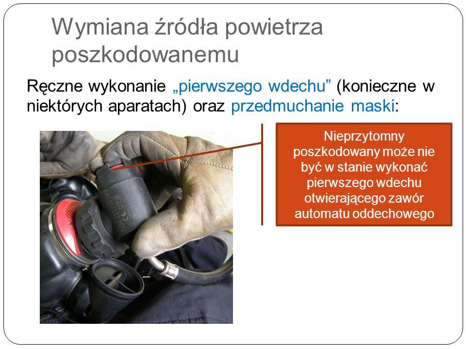 Wymiana źródła powietrza poszkodowanemu Ręczne wykonanie pierwszego wdechu (konieczne w niektórych aparatach) oraz przedmuchanie maski: Nieprzytomny p