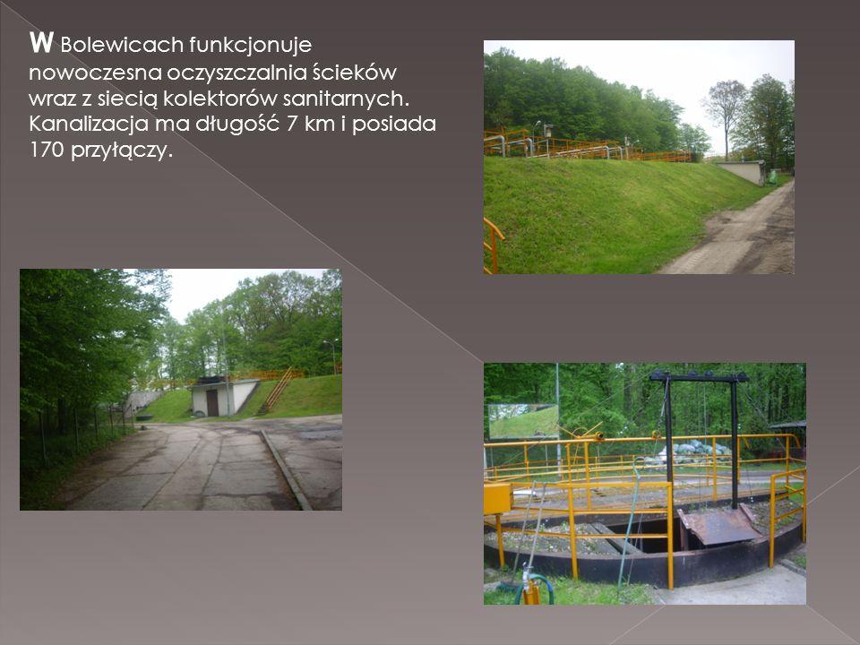 W Bolewicach funkcjonuje nowoczesna oczyszczalnia ścieków wraz z siecią kolektorów sanitarnych. Kanalizacja ma długość 7 km i posiada 170 przyłączy.