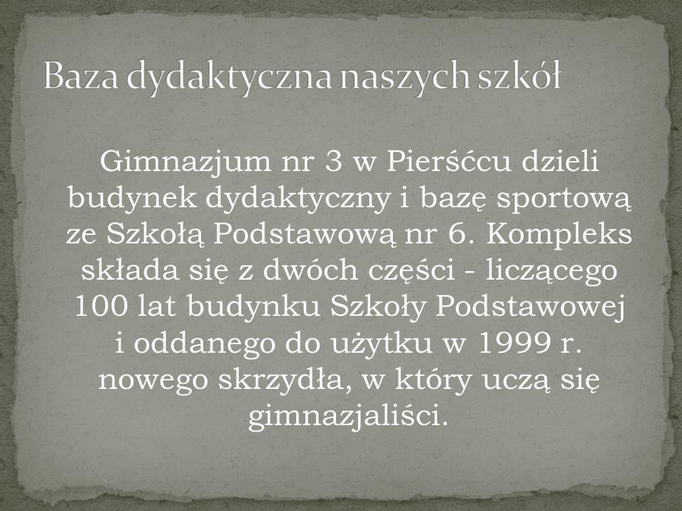 Gimnazjum nr 3 w Pierśćcu dzieli budynek dydaktyczny i bazę sportową ze Szkołą Podstawową nr 6.