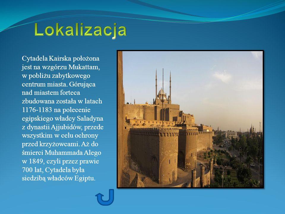 Cytadela Kairska położona jest na wzgórzu Mukattam, w pobliżu zabytkowego centrum miasta. Górująca nad miastem forteca zbudowana została w latach 1176