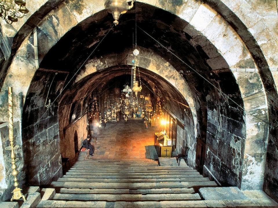 Kaplica grobu Maryi - wejście i wnętrza