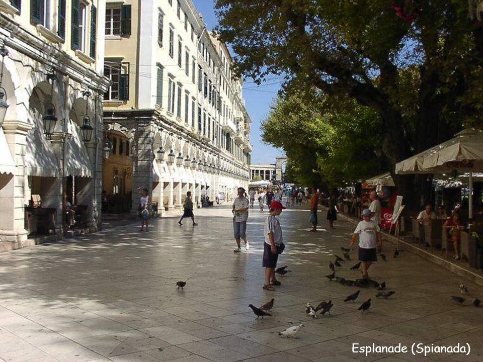 Esplanade (Spianada) Kompleks dawnych budynków, przykład obecności Francuzów na Korfu