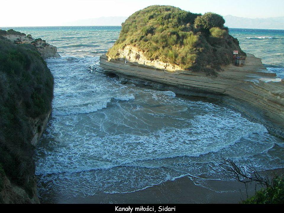 Sidari, na płn wyspy– pięknie ukształtowane wybrzeże
