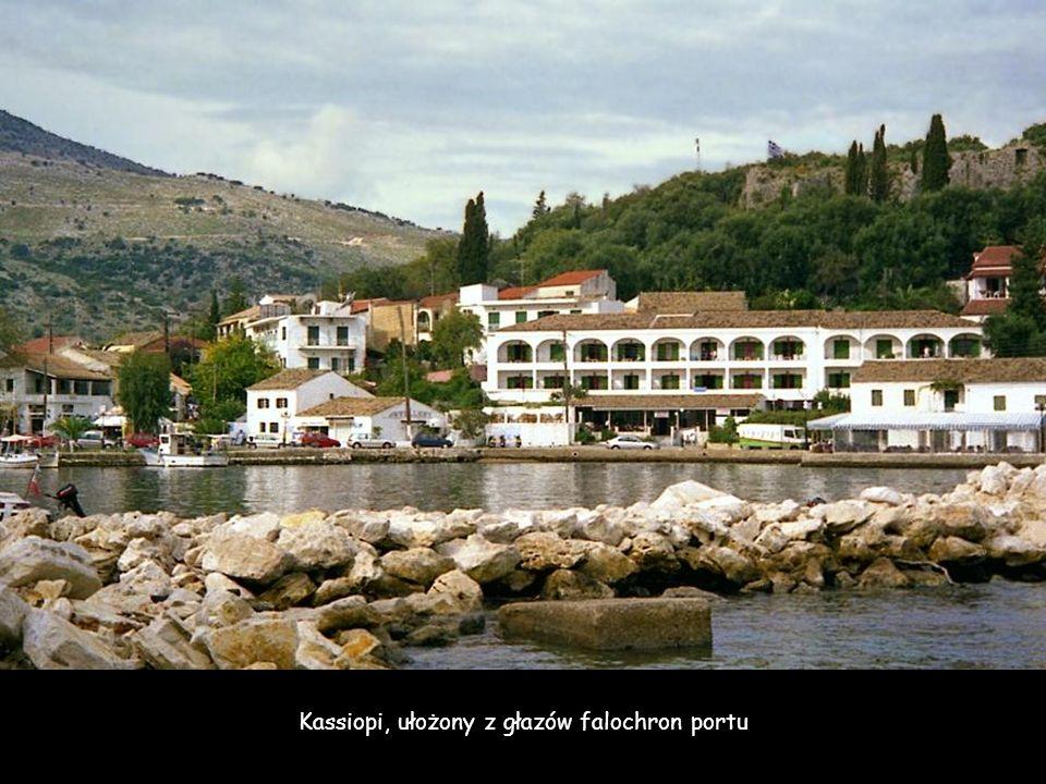 Kassiopi, port w płn-wsch części wyspy u stóp szczytu Pantokrator