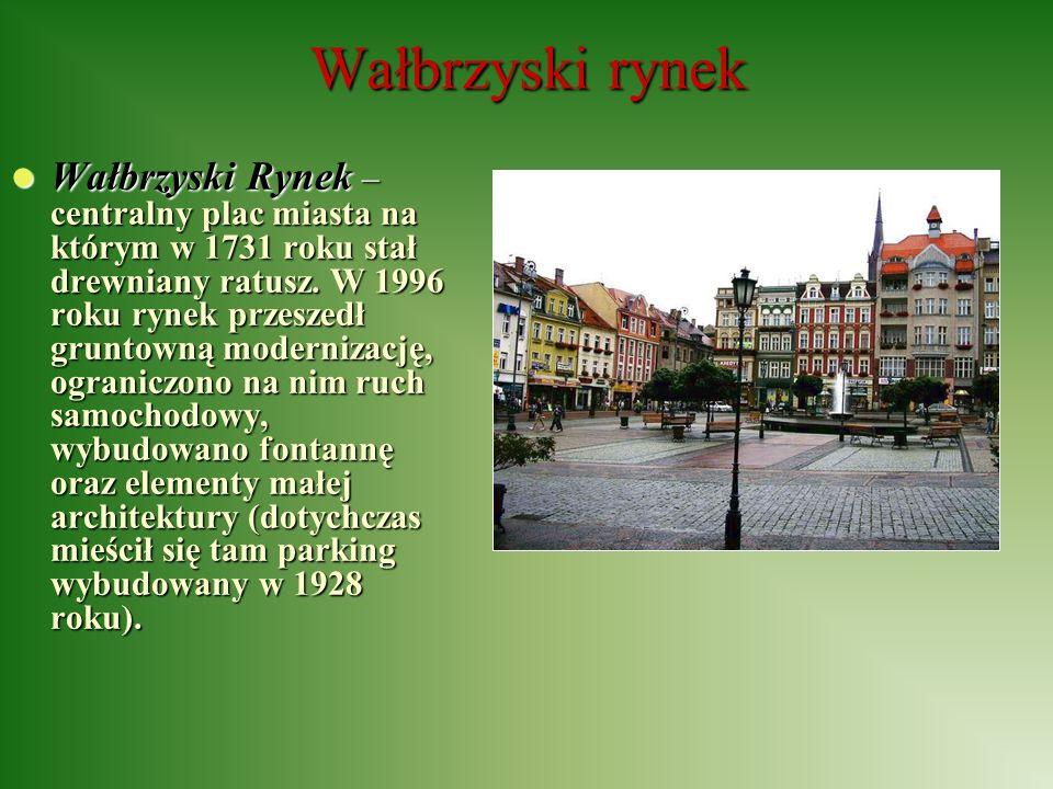 Wałbrzyski rynek Wałbrzyski Rynek – centralny plac miasta na którym w 1731 roku stał drewniany ratusz. W 1996 roku rynek przeszedł gruntowną moderniza
