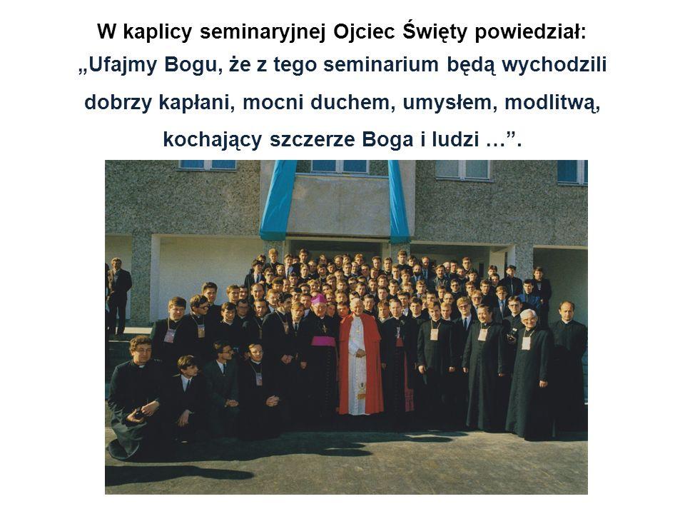 W kaplicy seminaryjnej Ojciec Święty powiedział: Ufajmy Bogu, że z tego seminarium będą wychodzili dobrzy kapłani, mocni duchem, umysłem, modlitwą, ko