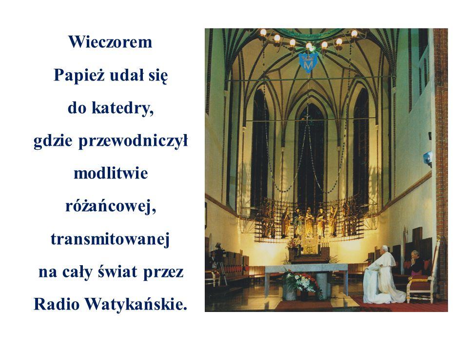 Wieczorem Papież udał się do katedry, gdzie przewodniczył modlitwie różańcowej, transmitowanej na cały świat przez Radio Watykańskie.