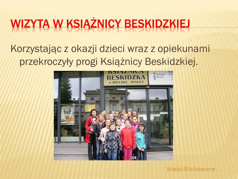 Korzystając z okazji dzieci wraz z opiekunami przekroczyły progi Książnicy Beskidzkiej.
