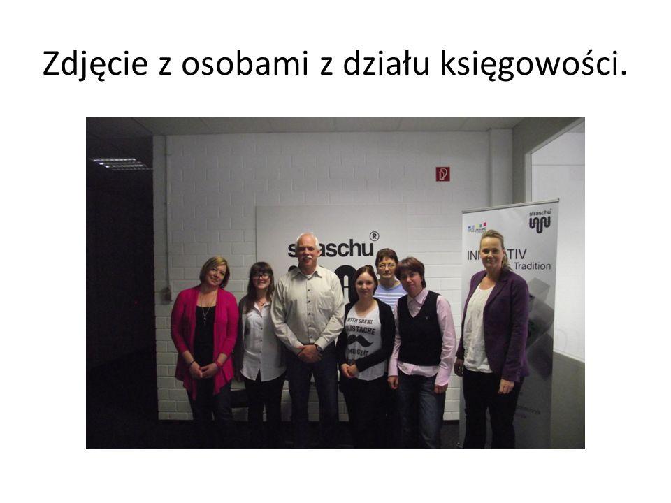 Zdjęcie z osobami z działu księgowości.