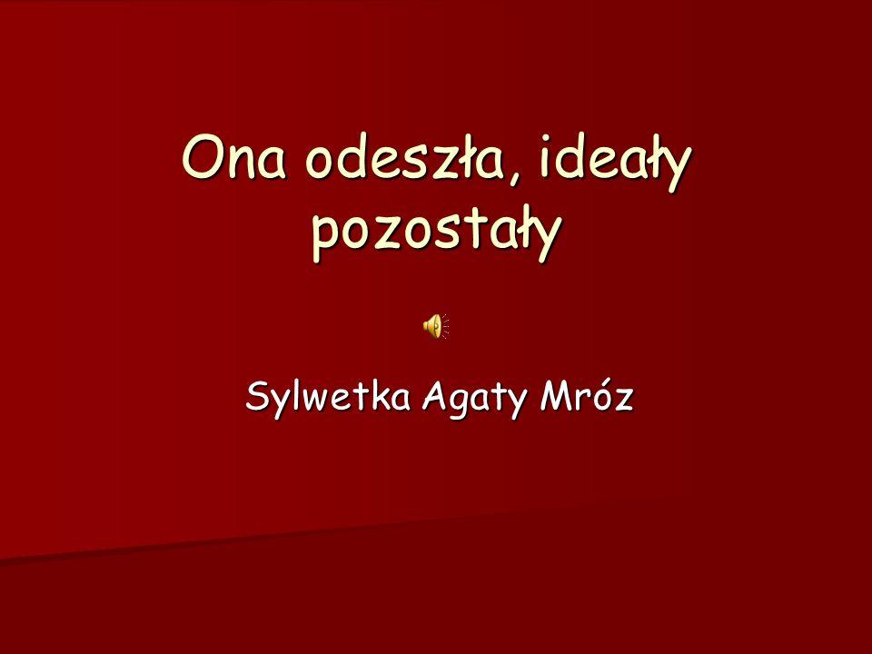 Agata Mróz urodziła się 7 kwietnia 1982 roku w Dąbrowie Tarnowskiej w rodzinie sportowej.