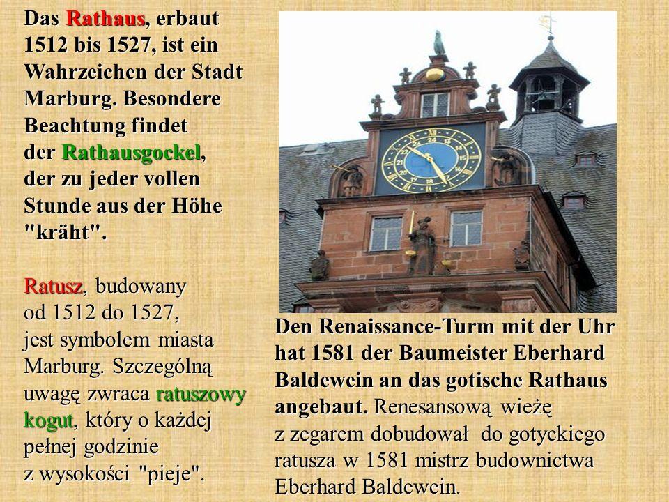Den Renaissance-Turm mit der Uhr hat 1581 der Baumeister Eberhard Baldewein an das gotische Rathaus angebaut.