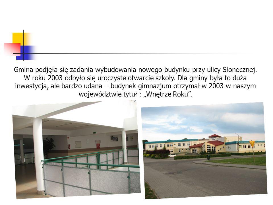 Gmina podjęła się zadania wybudowania nowego budynku przy ulicy Słonecznej. W roku 2003 odbyło się uroczyste otwarcie szkoły. Dla gminy była to duża i