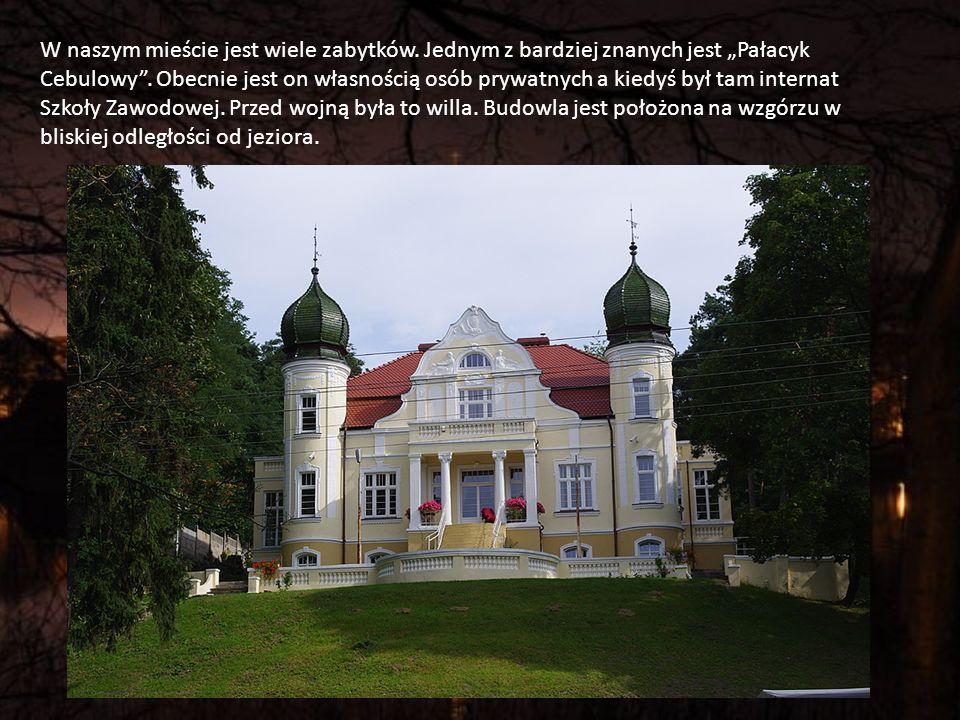 W naszym mieście jest wiele zabytków.Jednym z bardziej znanych jest Pałacyk Cebulowy.