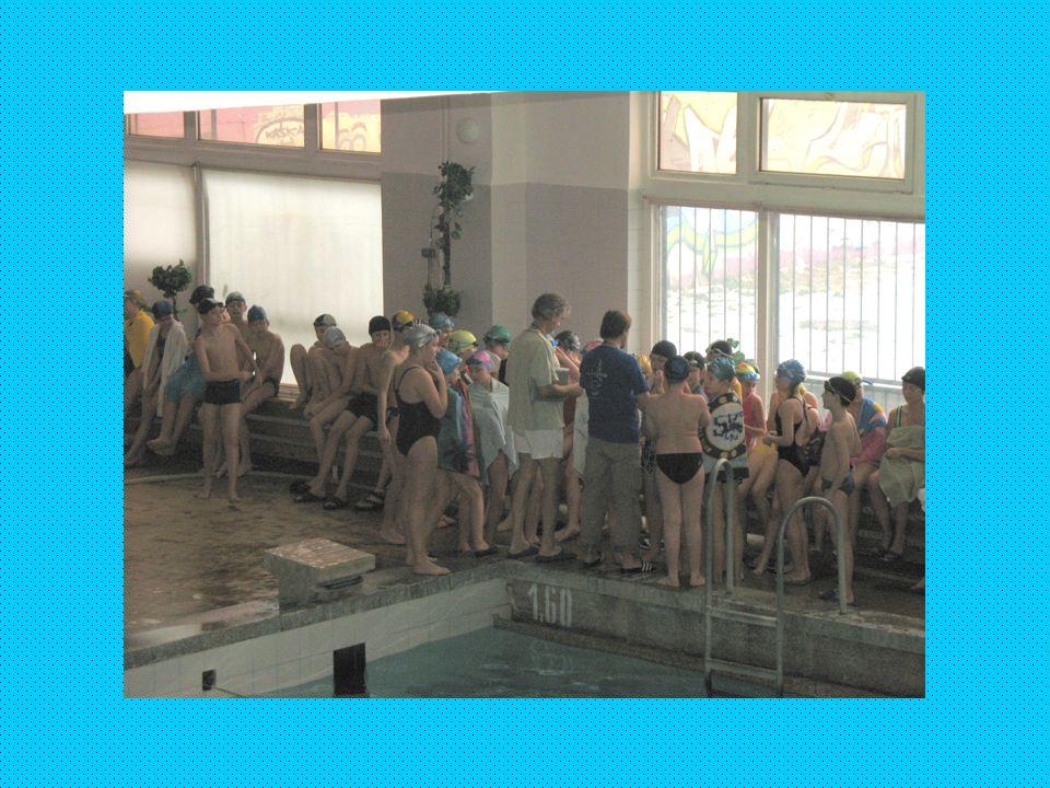 Sekcja pływacka ze szkoły im. św. Jana de La Salle Trener: Piotr Czyżewski co roku Szkolne Mistrzostwa w Pływaniu możliwość zdania na kartę pływacką m
