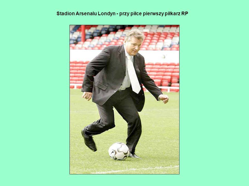 Stadion Arsenalu Londyn - przy piłce pierwszy piłkarz RP