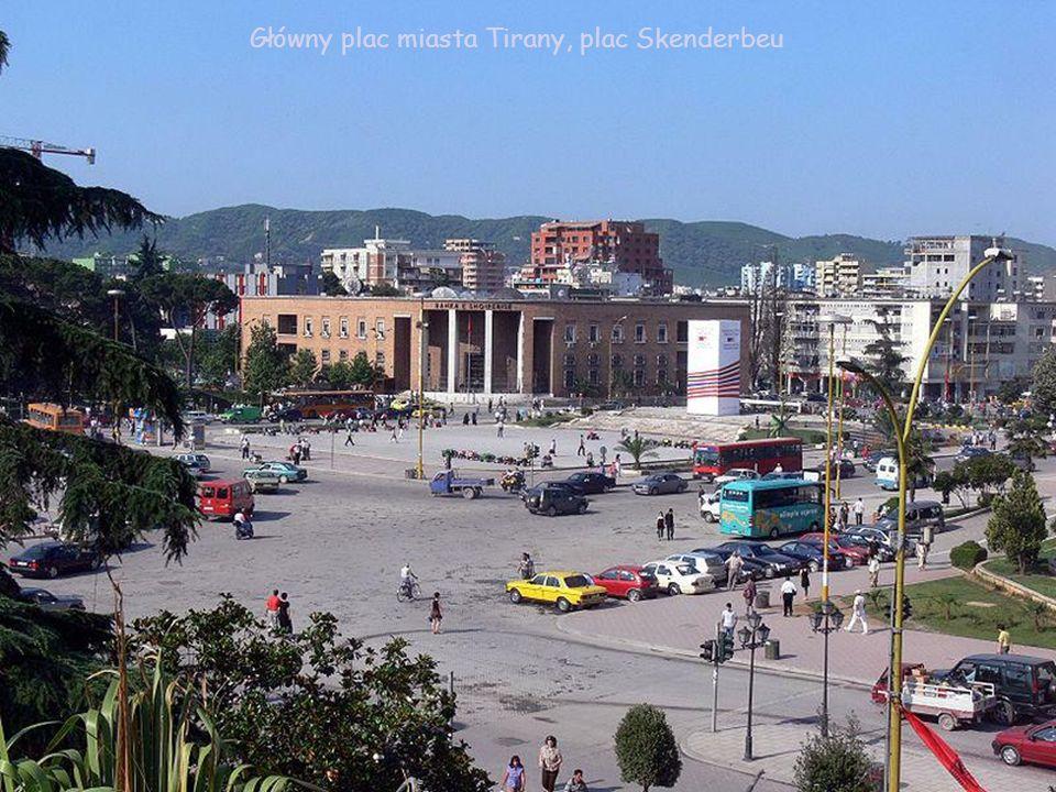 Główny plac miasta Tirany, plac Skenderbeu