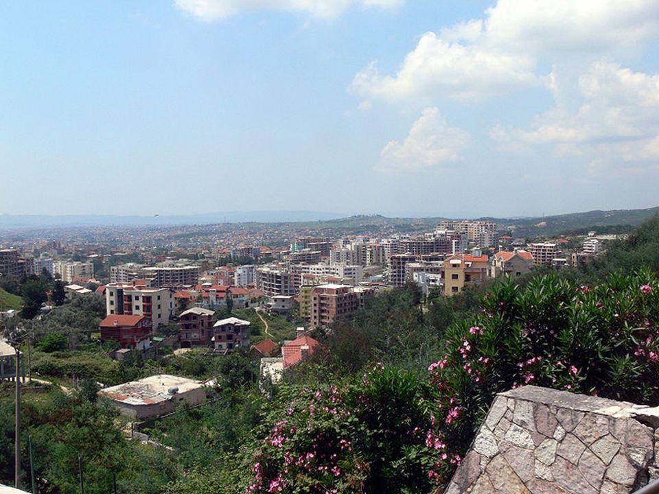 Tirana (alb.Tiranë lub Tirana) – stolica i największe miasto Albanii (616,4 tys.