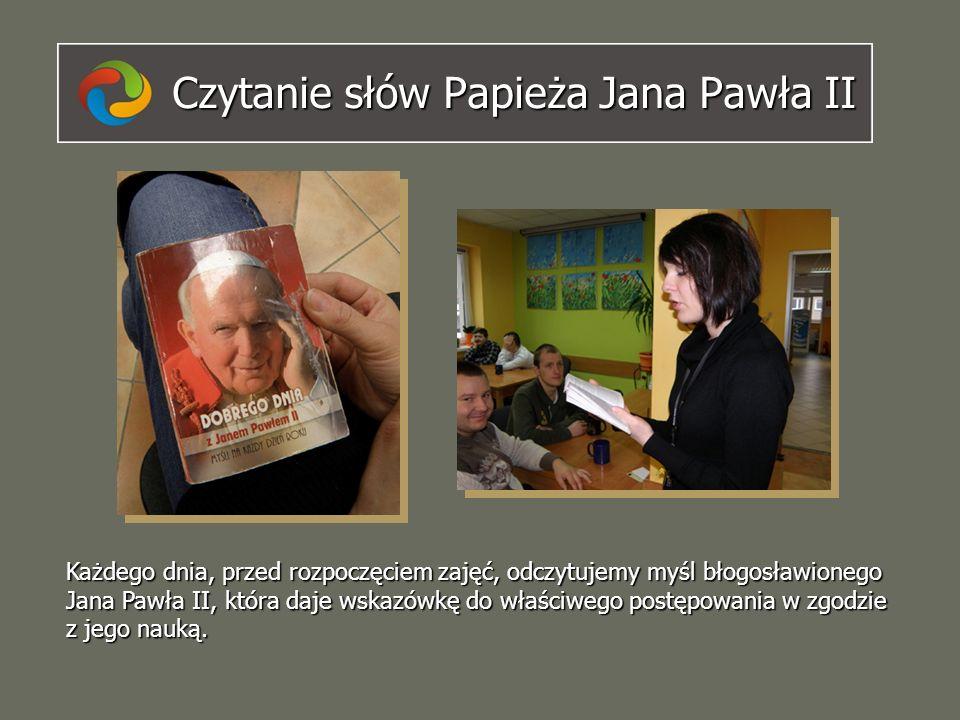 Czytanie słów Papieża Jana Pawła II Każdego dnia, przed rozpoczęciem zajęć, odczytujemy myśl błogosławionego Jana Pawła II, która daje wskazówkę do wł