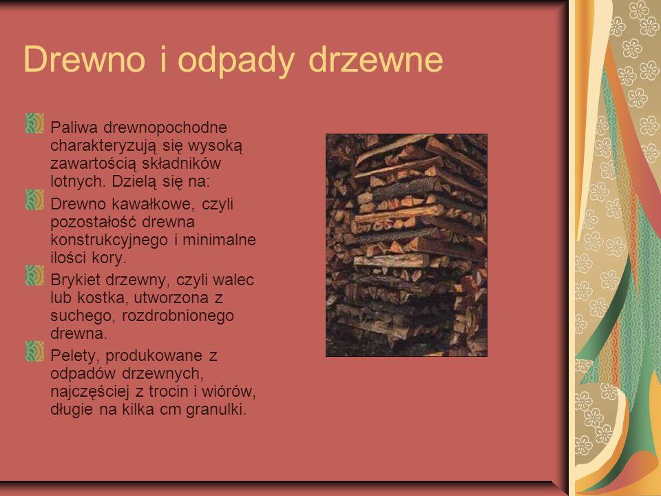 Drewno i odpady drzewne Paliwa drewnopochodne charakteryzują się wysoką zawartością składników lotnych. Dzielą się na: Drewno kawałkowe, czyli pozosta