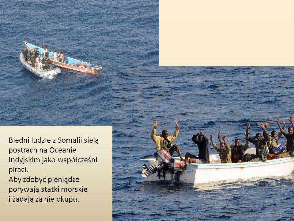 Biedni ludzie z Somalii sieją postrach na Oceanie Indyjskim jako współcześni piraci. Aby zdobyć pieniądze porywają statki morskie i żądają za nie okup