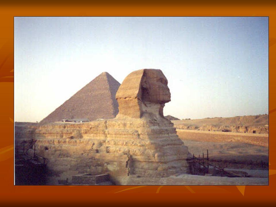 *ARCHITEKTURZE* Zarówno starożytne jak i współczesne budowle zadziwiają symetrycznością i kształtem, dzięki dokładnym obliczeniom matematycznym. Zarów