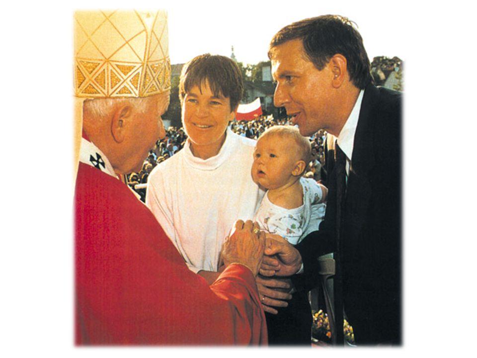 Historia Od roku 2001 obchodzony jest w polskim Kościele rzymskokatolickim Dzień Papieski- Dzień wdzięczności, łączności duchowej z Ojcem Świętym, Jan