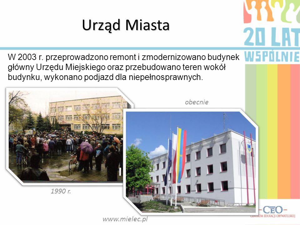 Urząd Miasta obecnie 1990 r. W 2003 r. przeprowadzono remont i zmodernizowano budynek główny Urzędu Miejskiego oraz przebudowano teren wokół budynku,