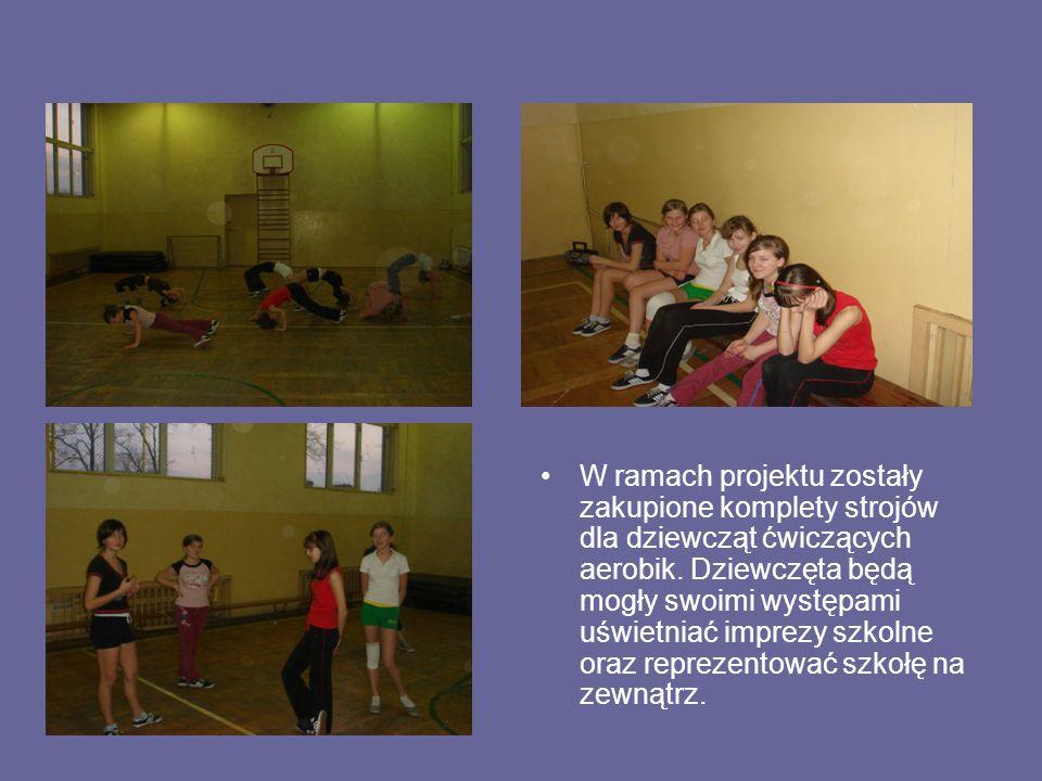 W ramach projektu zostały zakupione komplety strojów dla dziewcząt ćwiczących aerobik.